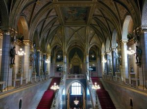 budapeşte parlamento binası içi