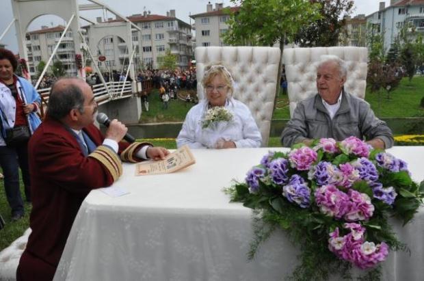 Nerva-Metin Serezli açılışa katılan ünlüler arasındaydı (Hürriyet)