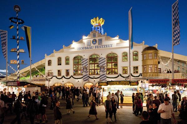 Hofbräu Festzelt auf dem Oktoberfest, München, Oberbayern, Bayern, Deutschland
